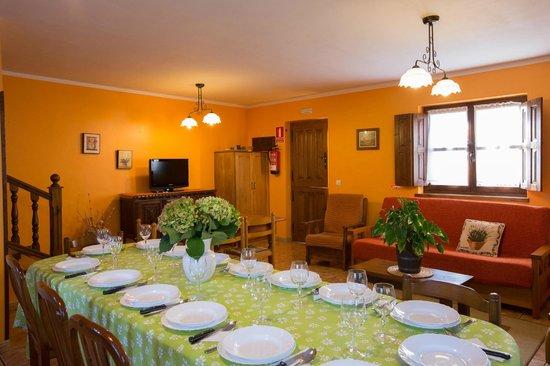 Comedor con 20 servicios ideal para reuniones de empresa y familia ...