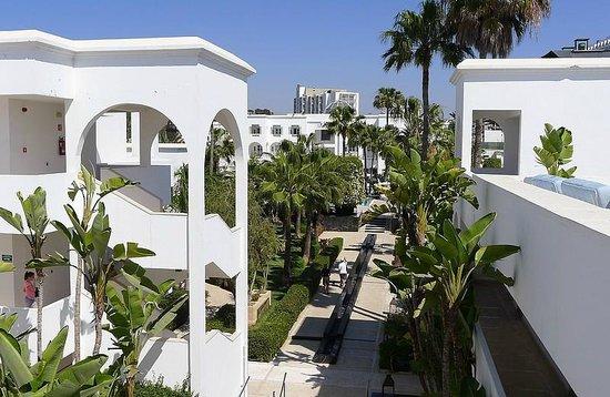 Royal Decameron Tafoukt Beach Hotel : Vue sur le bâtiment principal