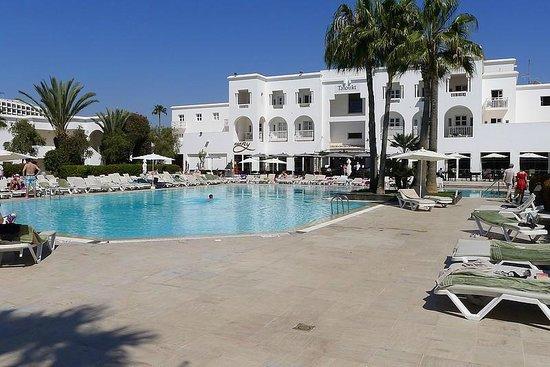 Royal Decameron Tafoukt Beach Hotel : La piscine à 25°