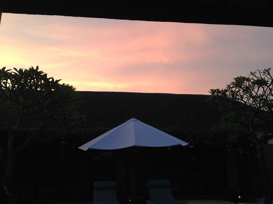 Peppers Seminyak: Sunset at villa
