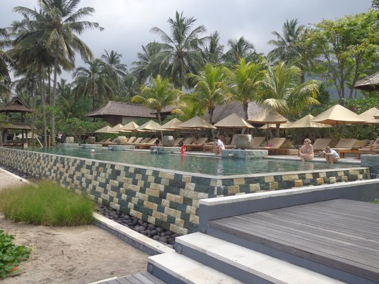Qunci Villas Hotel: View of infinity pool