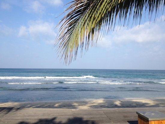 Qunci Villas Hotel: View of ocean from pool area