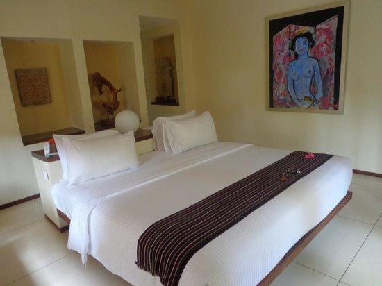 Qunci Villas Hotel: Large, comfy bed