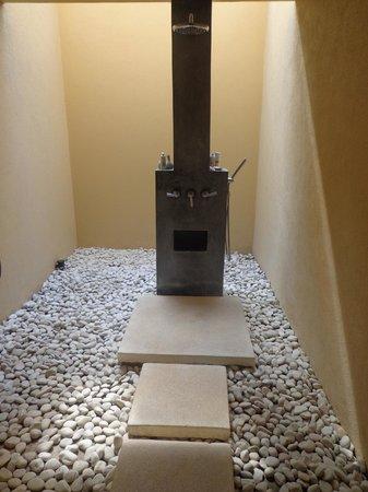 Qunci Villas Hotel: shower