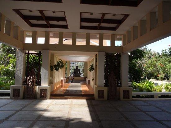 Royal Angkor Resort & Spa: Entrance