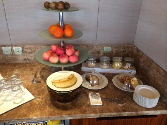 Shangri-La Hotel Guilin: lunch snacks