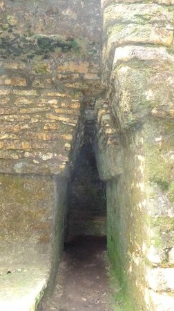 Yaxchilan: inside structure