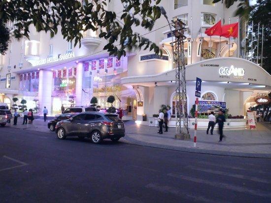 Grand Hotel Saigon : Entrance to Grand Hotel