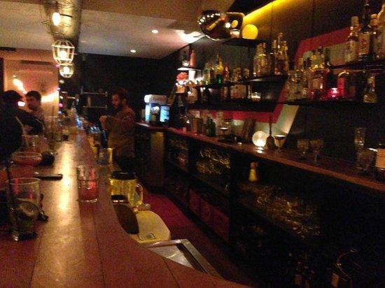 Una Mas Bar : bar