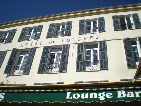 Hotel de Londres Menton: Traditional French Hotel