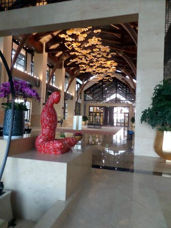Intercontinental Kunming: Entrance to Hotel