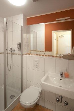 Hotel Air in Berlin : Shower