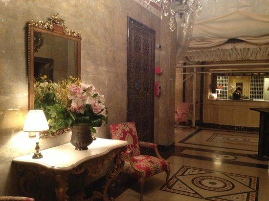The Sherry-Netherland Hotel: hall