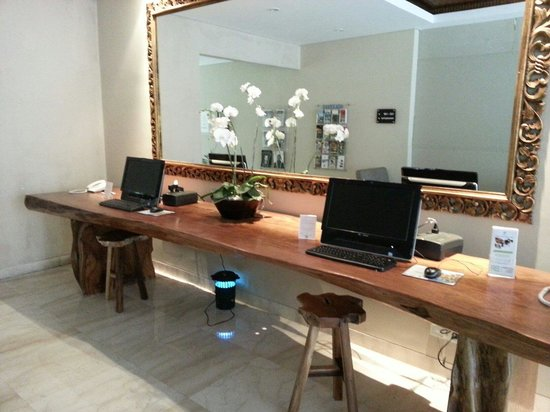 Amadea Resort & Villas: Public PCs at the lounge area