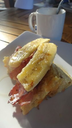 Trawangan Dive Resort : French Toast with Egg, Bacon & Banana