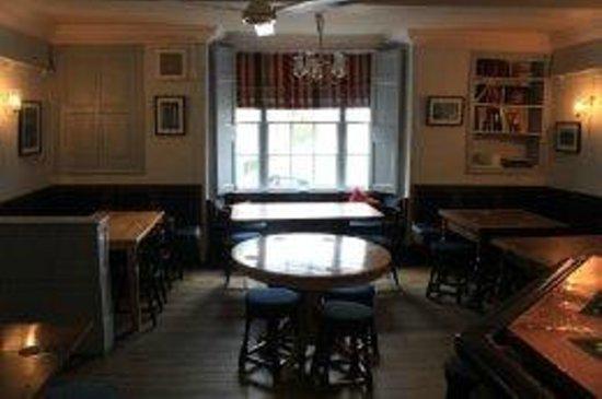 The Dragon Hotel Restaurant: Bar