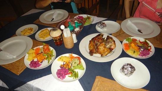 Trawangan Dive Resort : Dinner for 4: Smoked Whole Chicken