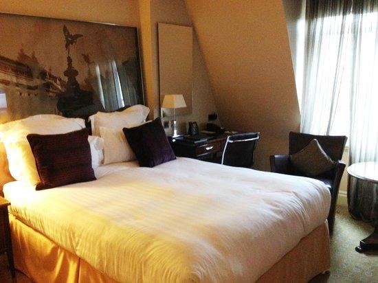 The Waldorf Hilton London: Bedroom area