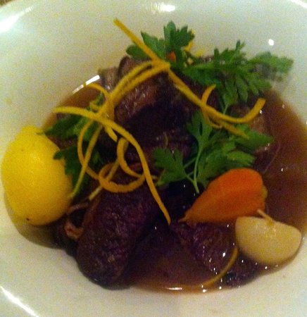 Remi de Provence: Slow cooked brisket in red wine broth and summer vegetables