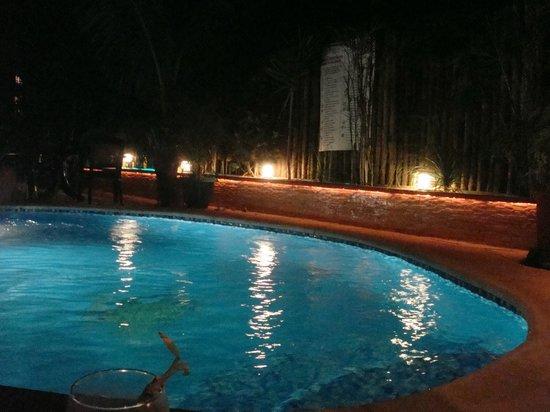 Cocos Cabañas: hermosa piscina, ideal para el relax
