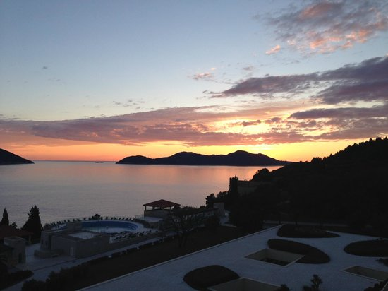 Radisson Blu Resort & Spa at Dubrovnik Sun Gardens: Sunset from the bar balcony