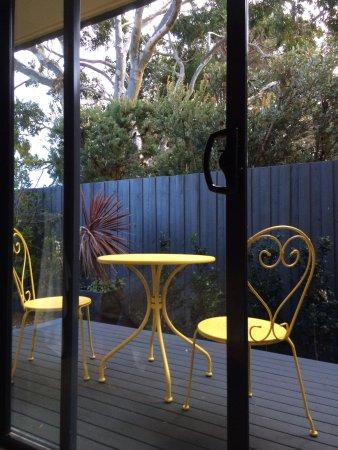 Sandpiper Motel: Patio in garden view room