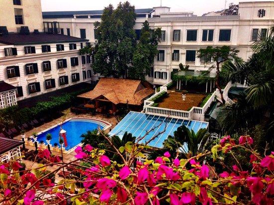 Sofitel Legend Metropole Hanoi: View of Pool Area from Room