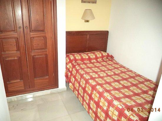Hostal Puerta Carmona: terzo letto