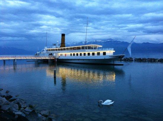La Suisse Steam paddle boat. : Un des bateaux de la CGN