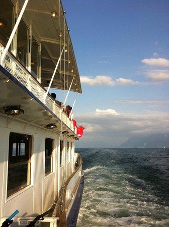 La Suisse Steam paddle boat. : Détail d'un pont d'un bateau de la CGN