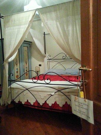 B&B Ripa Medici Rooms with a View: letto a baldacchino