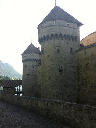 La Suisse Steam paddle boat. : Chateau de Chillon
