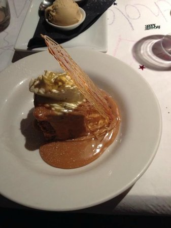 The Wookey Hole Inn : Hot Date and Pecan Pudding with Toffee Sauce and Clotted Cream