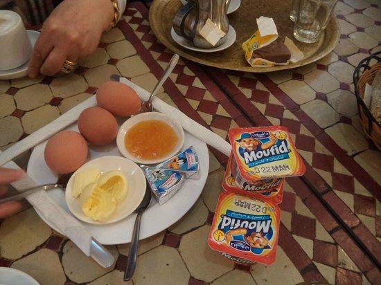 Hotel Central : colazione per 3 adulti e 1 bambino