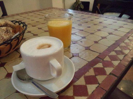 Hotel Central: cappuccino e succo