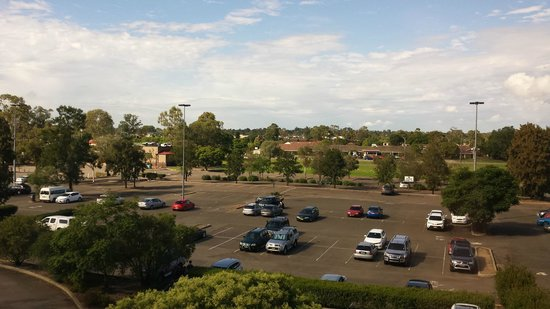Mercure Penrith : View to carpark from room