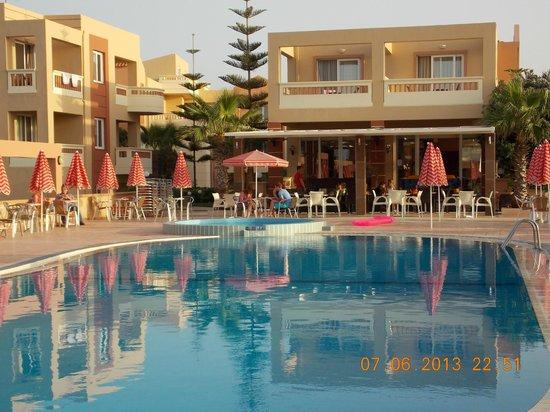 Castro Beach Hotel: территория отеля