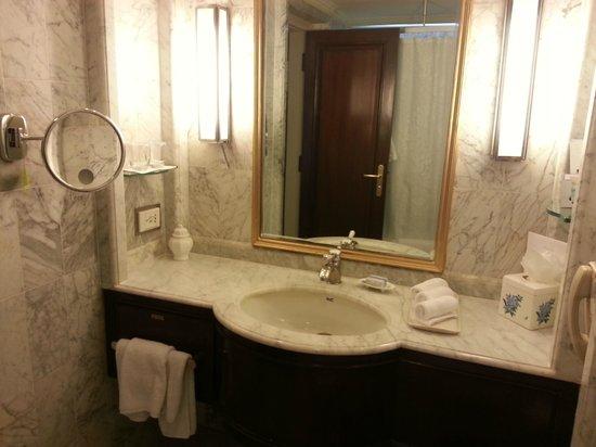 ITC Windsor, Bengaluru : Bathroom