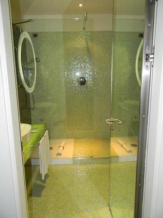 T Hotel: Bagno