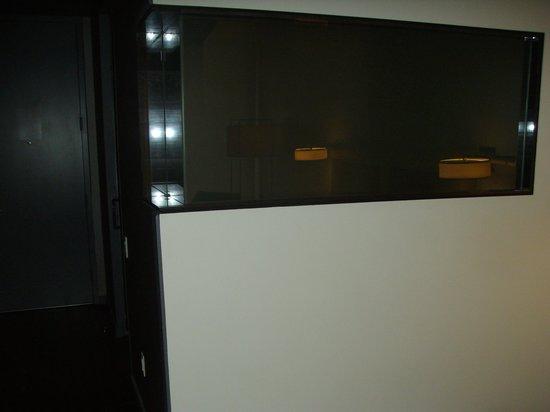 Andaz Wall Street: Bathroom glass wall looking into room