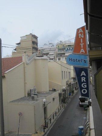 Hotel Argo Anita: Hotel from Street