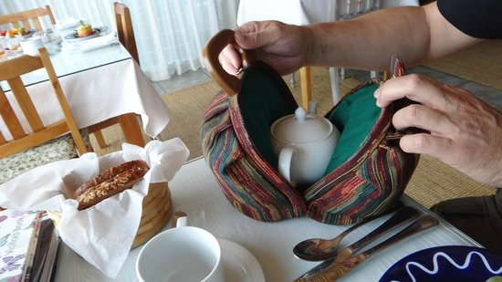 Linkside2 Guest house: Tea is served in a bag at breakfast