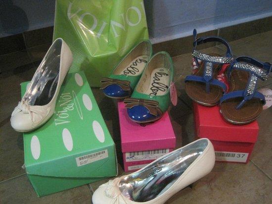 Hotel Argo Anita: All these shoes for 19 Euros!  Voi Noi Store