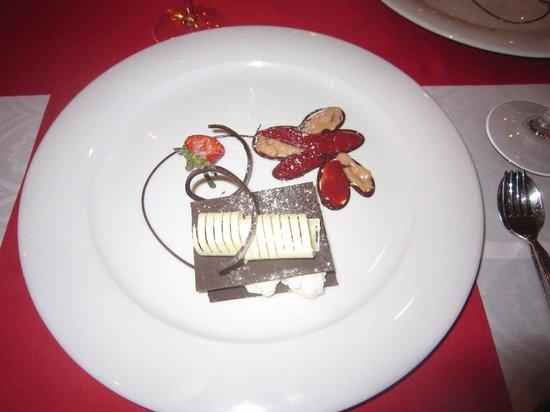 Kairaba Beach Hotel: Shikra - White Chocolate Dessert