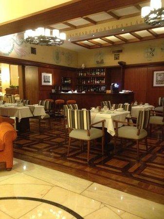 Britania Hotel: bar area