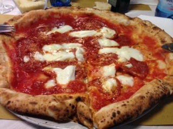 Masaniello: pizza vesuvio