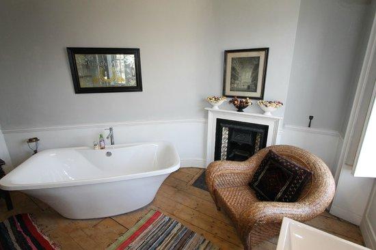 Pitt House: Bathroom