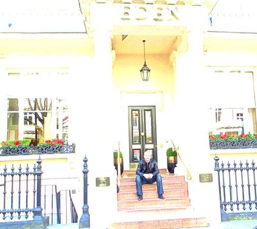 Berjaya Eden Park London Hotel: Façade