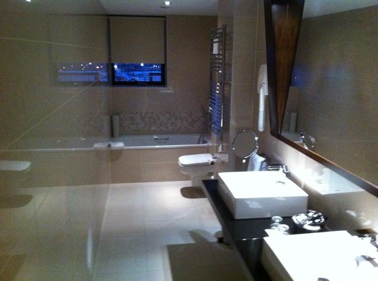 Ashling Hotel: bathroom
