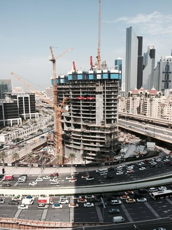 The Address Dubai Mall: Street and building noise